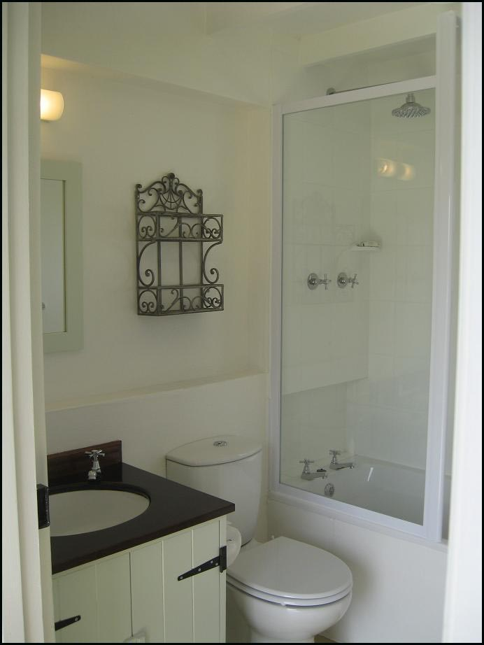 Self-catering cottage toilet and shower